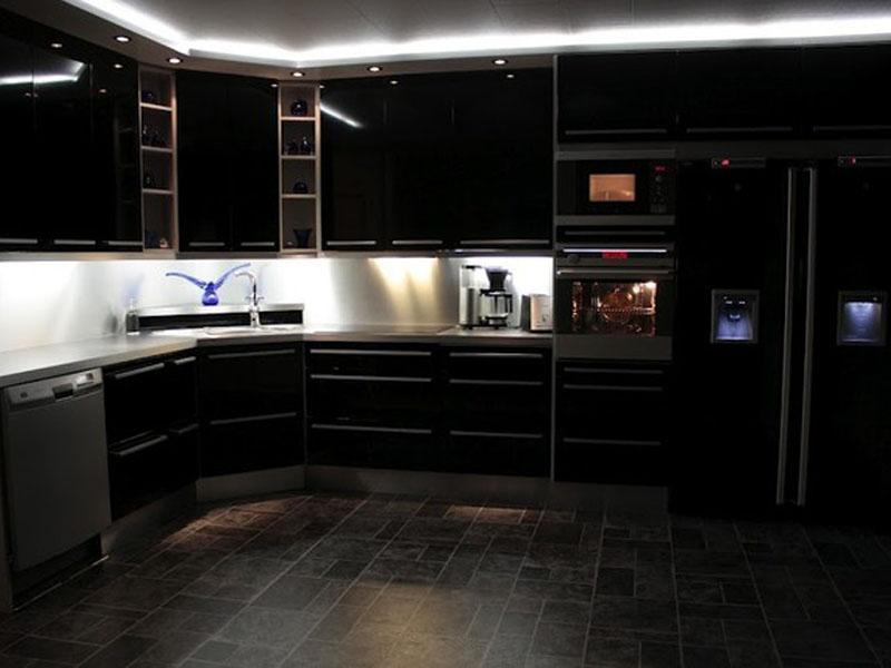 Tumma keittiö